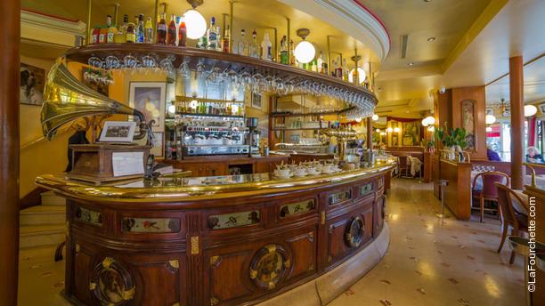 chien qui fume plus vieux restaurants de paris